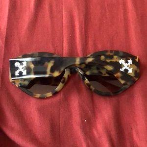 Off-White Accessories - Like-new Off-White sunglasses